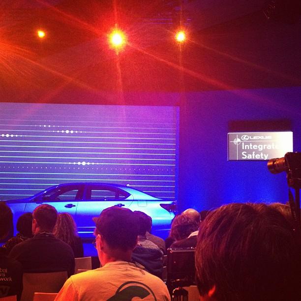 Lexus のプレスカンファレンス!「スマホにタイヤがついたようなもの、、」ってどういうこと?!