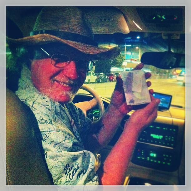 "{ #SXSW2013} Hippie cool cab driver/chef/""true interactive"" Carl in his musician autographs jacket & paper.+ ☆ 「運賃は自分で決めて!」"