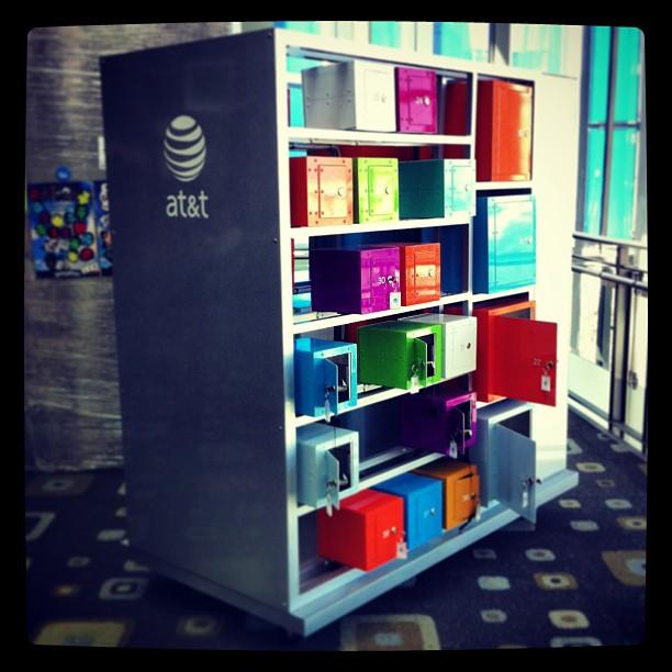 { #SXSW2013} Vibrant lockers serving to our recharging needs~* 私たちの充電ニーズを鮮やかに満たしてくれています!ロッカー式なので、チャージしている間、熱々のpretzelでも買いに行こう♪