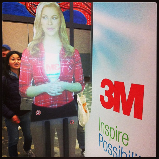 {SXSW} Virtual event guide by 3M shows many quirky face expressions as she interacts with us!☆