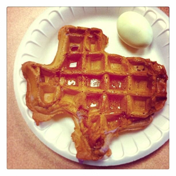 { #SXSW2013} Celebrate the final day of Interactive with Texas-shaped blueberry waffle for breakfast!  テキサス州の形をしたワッフルでインタラクティブ最終日の朝を祝う☆