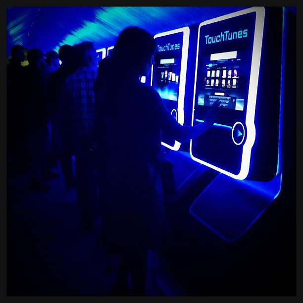 "{ #SXSW2013} Crowd DJs ""spinning"" their own tracks!!♬"
