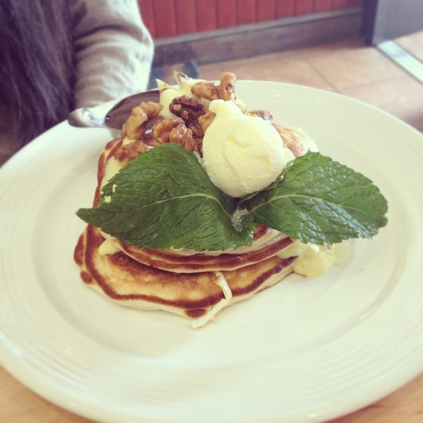 Banana and walnut pancake! Delicious!!