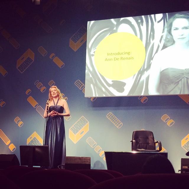 数々の映画で歌声を聴かせてきたAnn De Renaisが歌うオペラ#AOIcannes2015