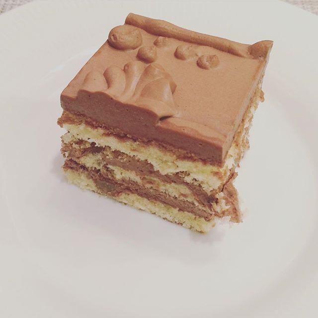 電話会議後のひといきごほうび。a little piece of joy after a conference call. #トップスチョコレートケーキ