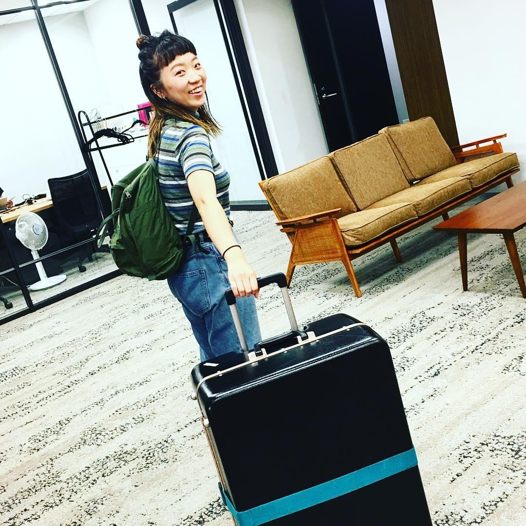 「スイス行ってきま〜す」とオフィスを出てく子♡ Take care Mayu!!!!