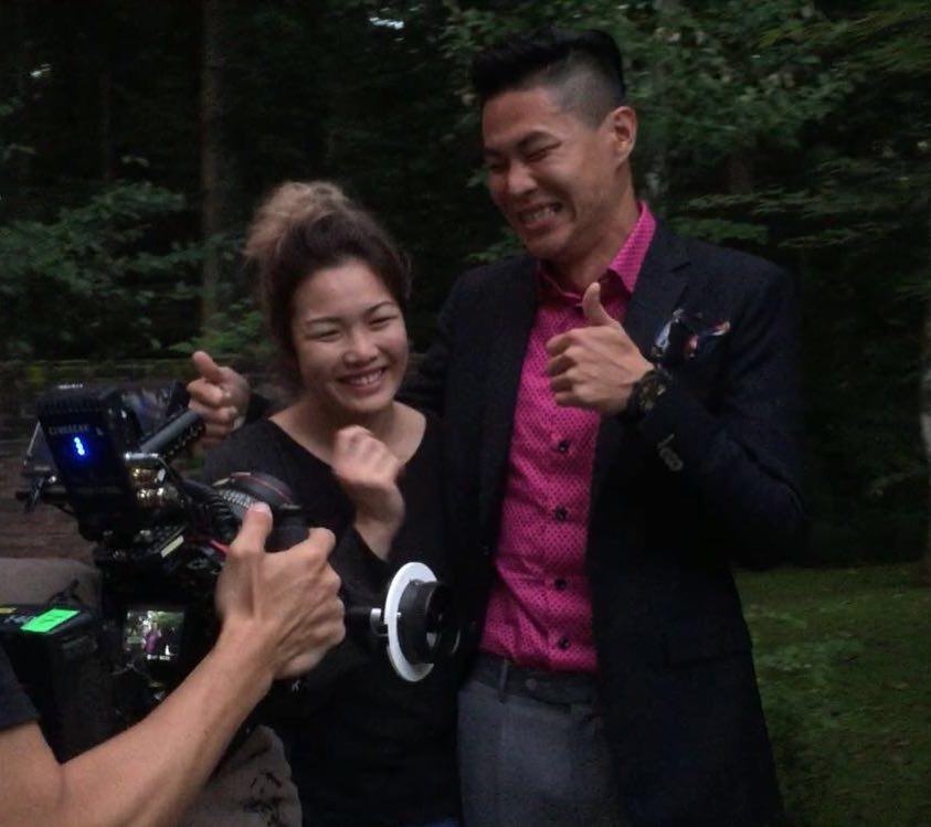 Zhiyun got proposed on set today! and she said yes!! congrats!! 撮影現場でプロポーズ!!はい、いただきました〜!