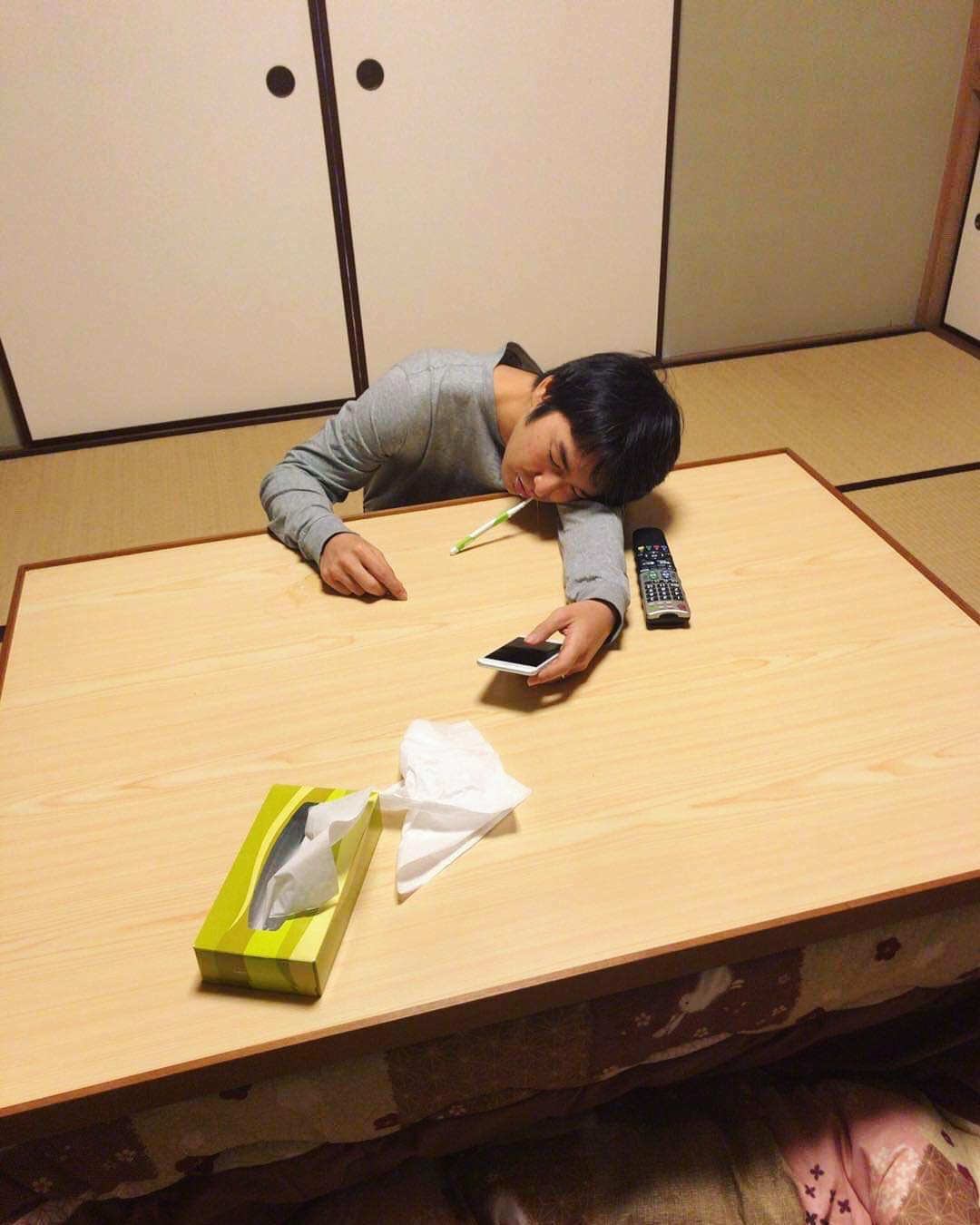 Jun, one of our producers, fell asleep while brushing teeth... Otsukaresama!! 歯磨きしながら寝るプロデューサー… お疲れ様です︎ . . . . .