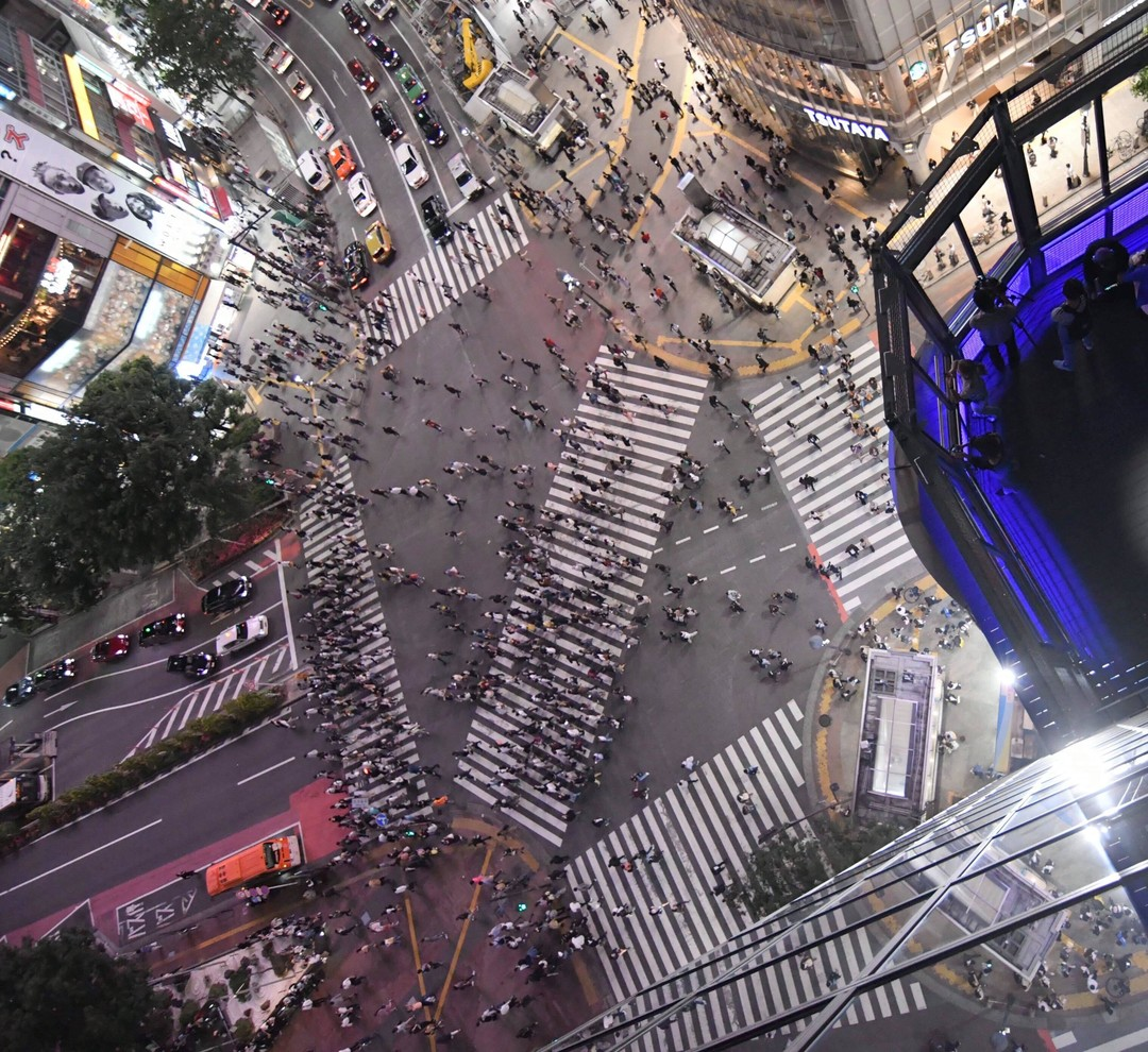 Did you know that you can take a photo from this side of the world famous #Shibuyacrosing?
