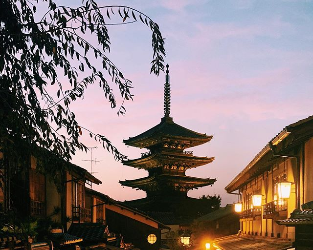 _ Here's this week's update of from AOI Global. Dusk in the historic streets of Kyoto.  Kyoto is located in the West of Japan. It was Japan's capital city for 1000 years from 794 to 1868. It is home to roughly one quarter of Japan's national treasures and widely considered to be the center of traditional Japanese culture.  #weeklyinspiration