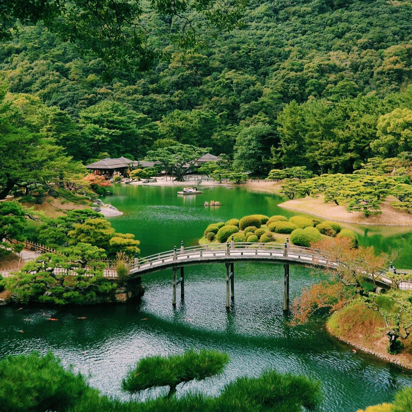 _ Here's this week's from AOI Global at Ritsurin-Koen in Takamatsu, Kagawa Prefecture.   Ritsurin-Koen dates back to the early 17th century and covers 750,000 square meters, featuring traditional landscaping, ponds, bridges, a teahouse and a boat ride. With its beautiful buildings and the incorporation of Mt. Shiun as a backdrop, it is considered one of the most famous historical gardens in Japan.  #weeklyinspiration #remoteshooting #Ritsurin-Koen